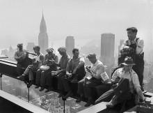 """Знаменитая фотография Чарльза Клайда Эббетса """"Обед на небоскрёбе"""", 1932 год."""
