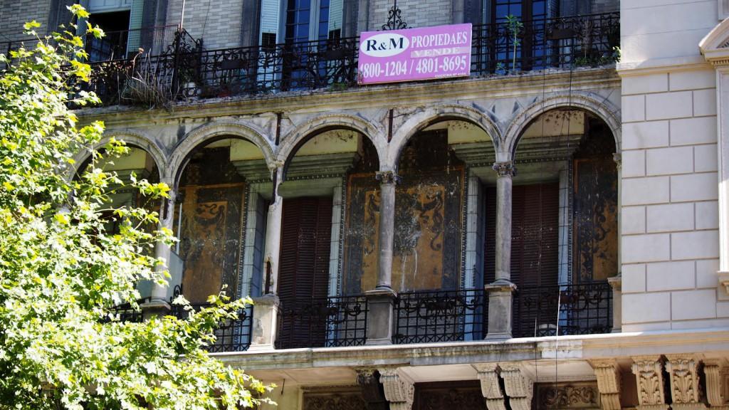 Дом на авениде Майо - неотреставрированная часть