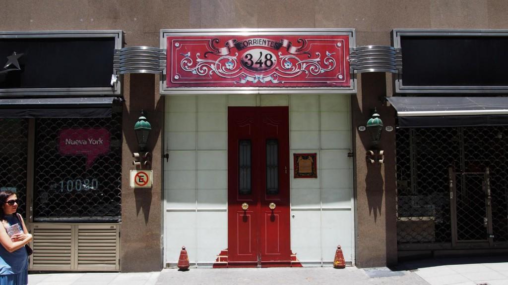 Коррьентес, 348 - от воспетого в танго здания осталась только дверь