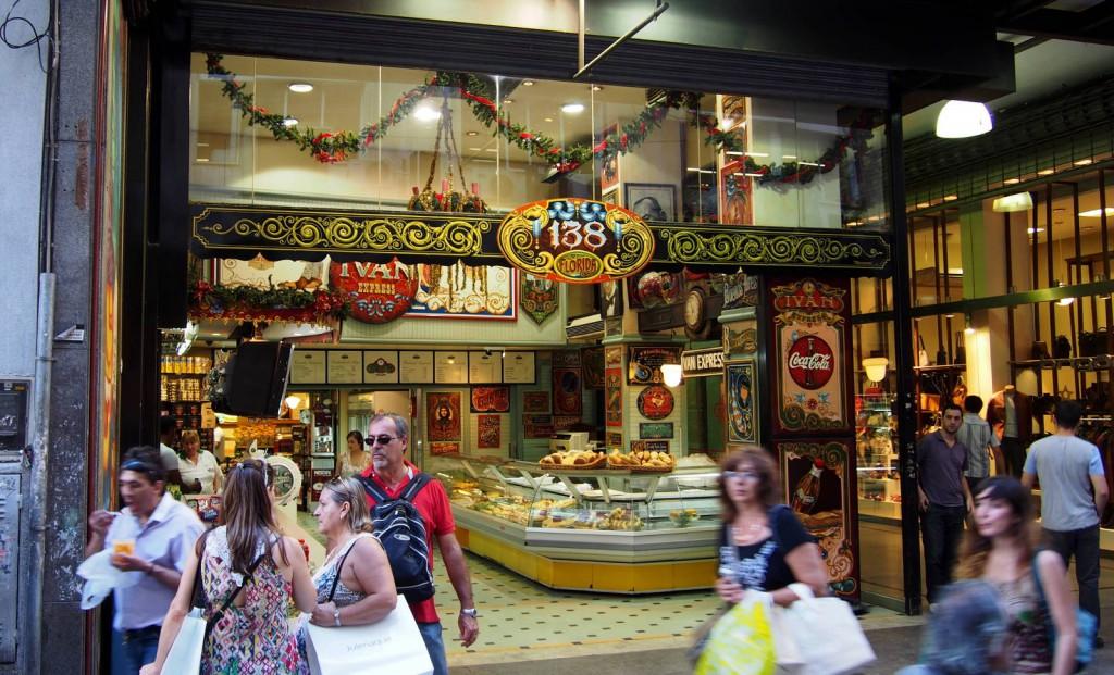 Магазинчик Иван Экспресс на туристической улице Флорида - общий вид