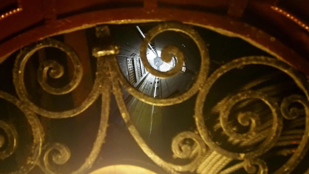 Паласио Бароло - подъем на лифте