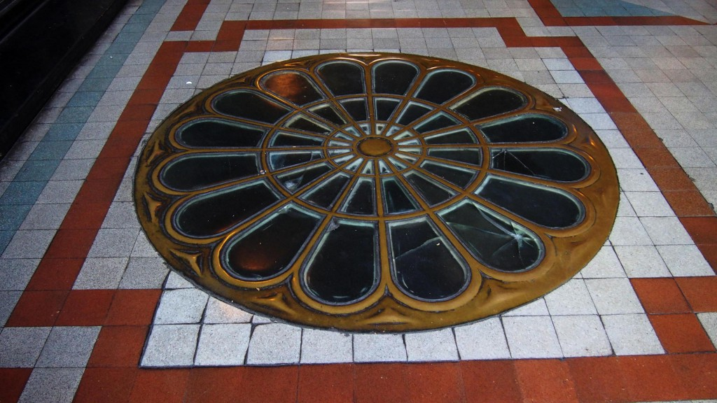 Паласио Бароло - солнце на полу