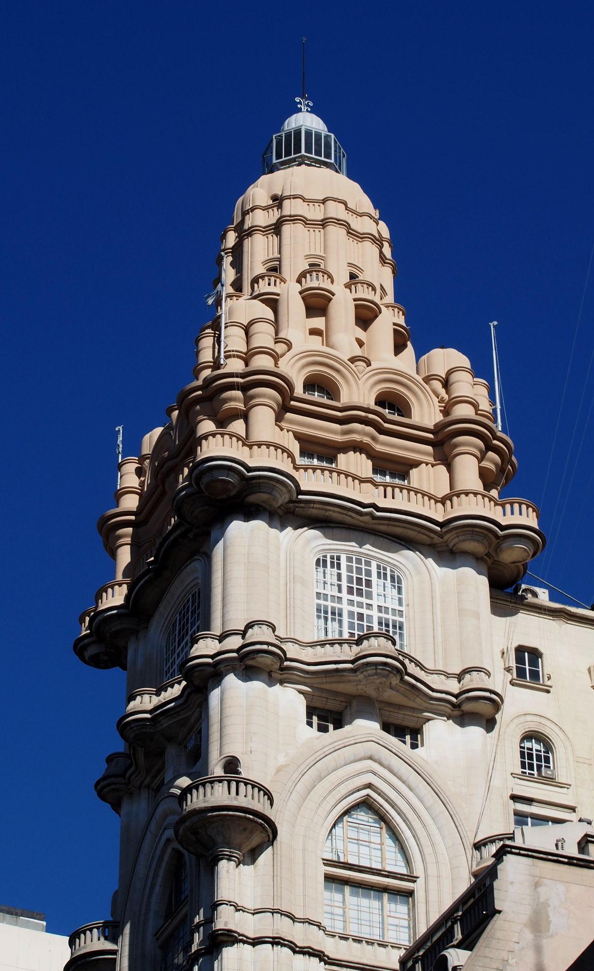 Паласио Бароло - башня снаружи