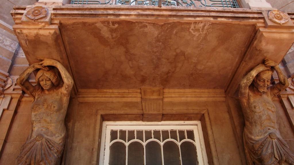Дом Хиоля - кариатиды
