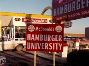 Гамбургерский университет - первая вывеска. Через него прошли более 80 тысяч менеджеров.