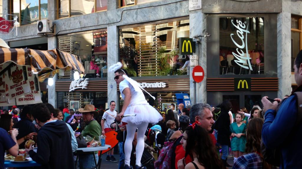 Дневной карнавал.