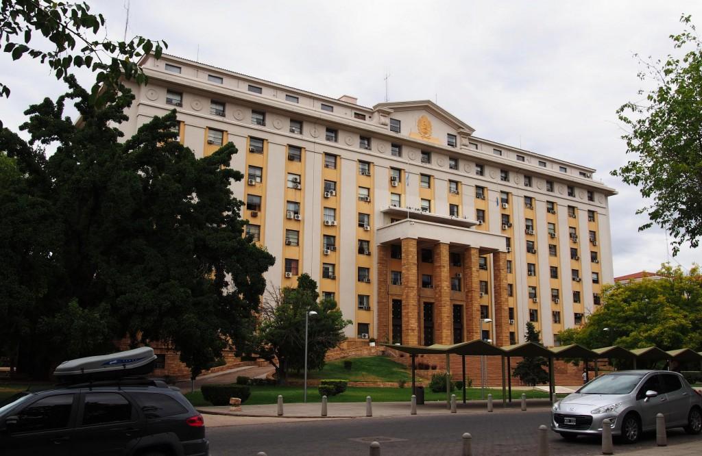 """Местное правительство - здание вполне напоминает советский """"сталинский ампир""""."""