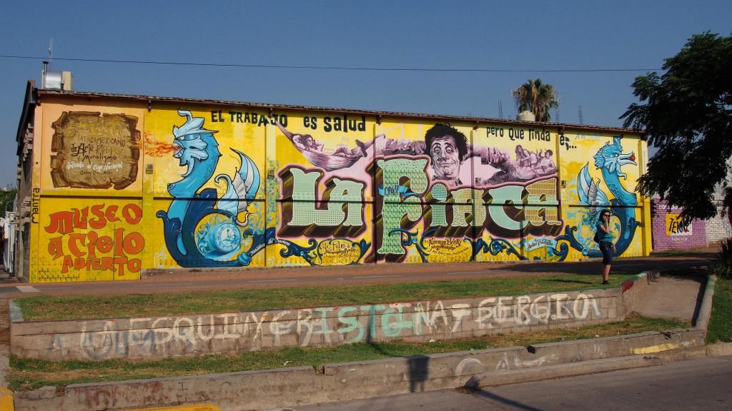 """Этот музей под открытым небом открывает граффити к комедии 1960-х годов """"La fiaca""""."""