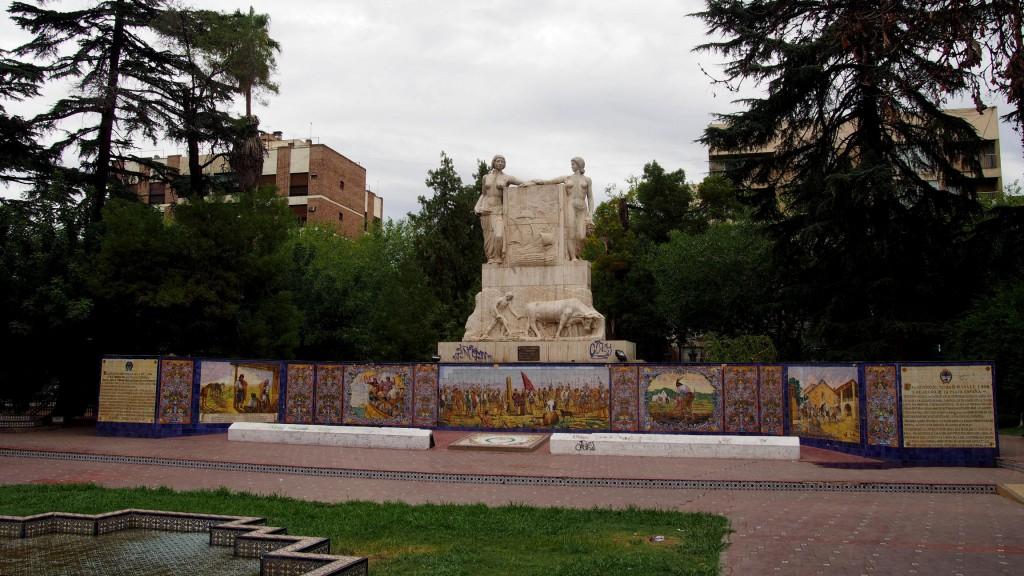 Почти в каждом старом провинциальном городе Латинской Америки есть своя площадь Испании, и Мендоса - не исключение.