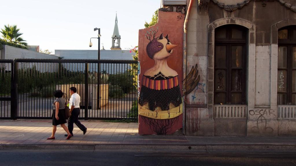 Граффити - подчас главное украшение старинного дома.