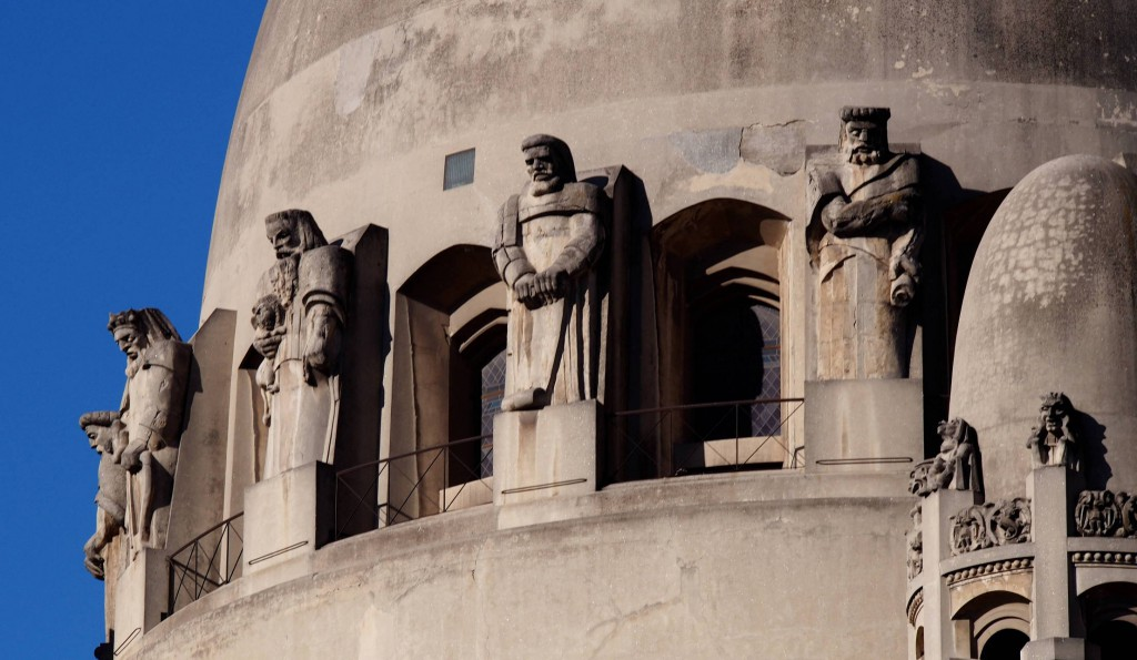Базилика Лурдской богоматери - пророки