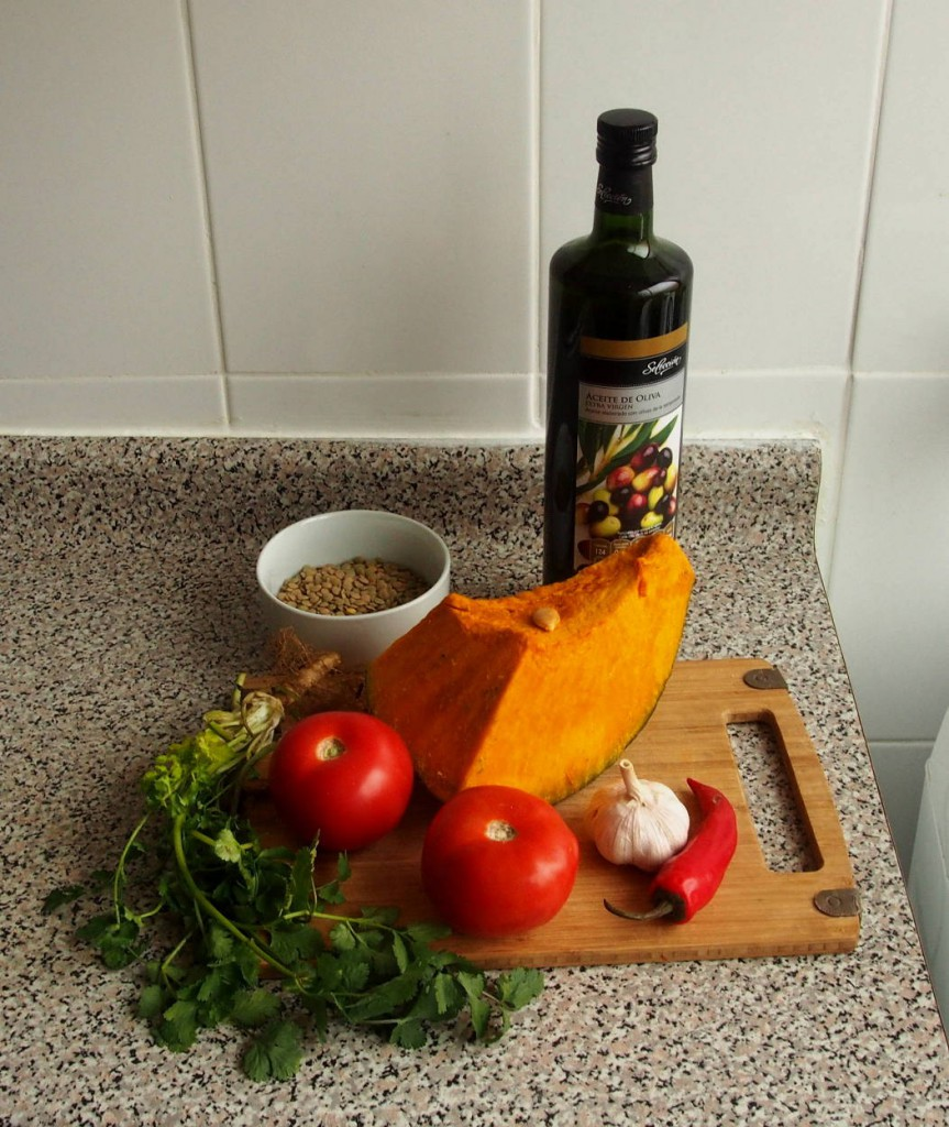 Из тыквы, чечевицы и томатов можно приготовить вкусное и полезное блюдо!