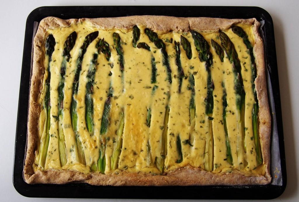 Пироги с рикоттой и спаржей готовят в Италии весной.