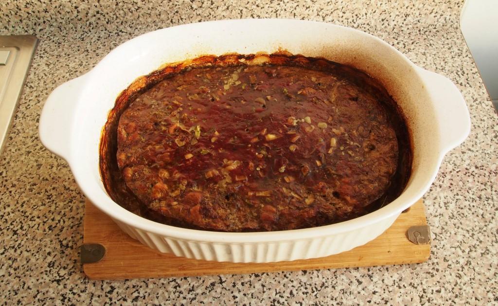 Во время запекания выделяется мясной сок, который потом образует красивую блестящую корочку.