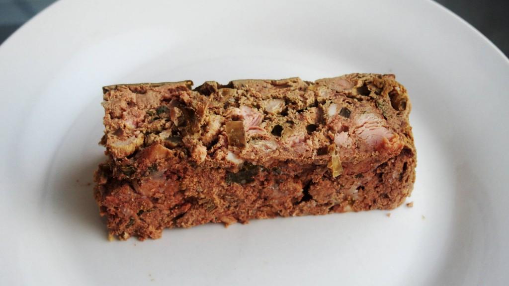 Печеночный хлеб. Прекрасная закуска, которая украсит праздничный стол, а в будний день - заменит колбасу. Конечно, если до буднего дня что-то останется.