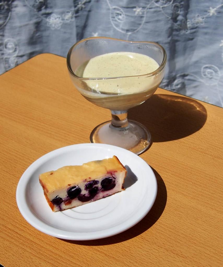 Кому как не итальянцам знать, что подать к кофе в жару! Это десерт семифредо.