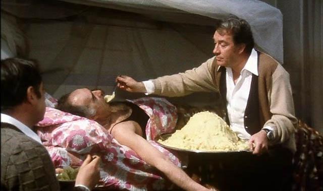 Сделай усилие, Мишель. Это все вопрос желания. Представь себе, что ты маленький голодный индиец из Бомбея. Ты очень голоден, очень, очень! Что тебе остается? Тебе остается только есть! Представил? Ну, давай, ешь! Ешь, малыш Мишель! Ешь! Если ты не будешь есть, ты не сможешь умереть! Надо есть!